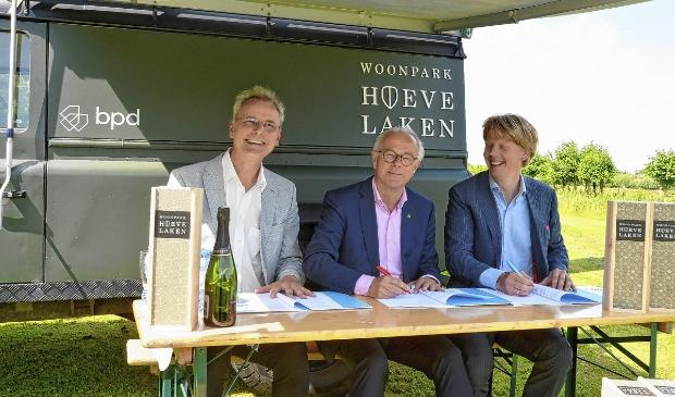 De ondertekening van het project Woonpark Hoevelaken