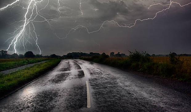 <p>Er worden zware windstoten verwacht en mogelijk onweer.</p>