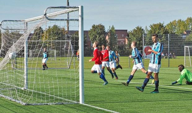 Sv Hoofddorp komt via Mitch Meulenbroek op 5-0 tegen Hoofddorpse buurman UNO.
