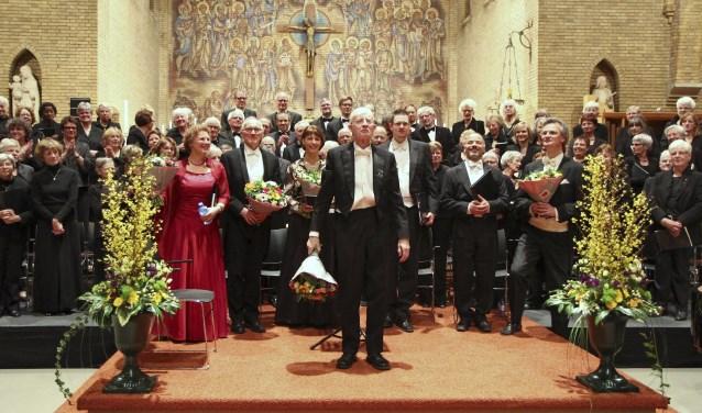 Thijs Kramer als trotse dirigent tijdens een Kerstconcert. (archieffoto)