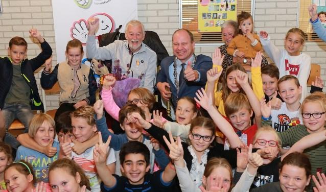 Ed Freijer, loco Diepstraten en natuurlijk kinderen van 'zijn' Franciscusschool.