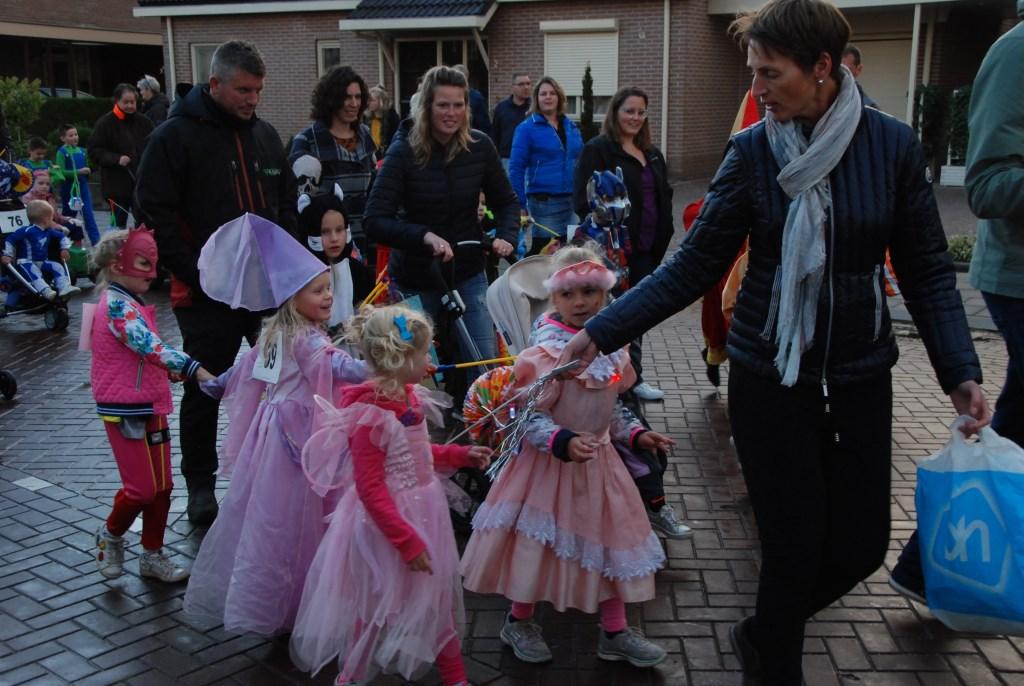 Meisjes als fee verkleed tijdens Lampegiet. Adrian Hosang © BDU media