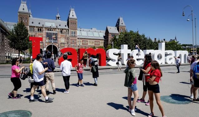 De letters op het Museumplein moeten verdwijnen.