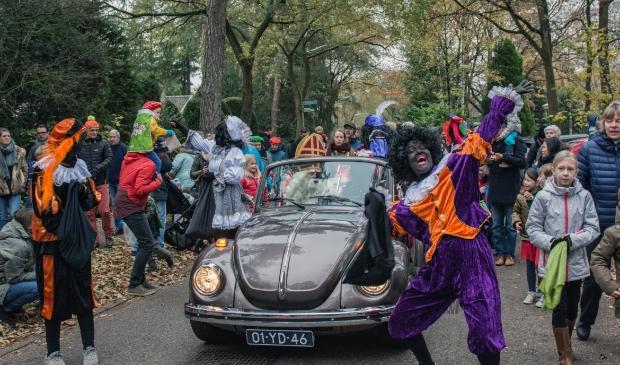 Een foto van de sinterklaasintocht van 2018 in Maarn.