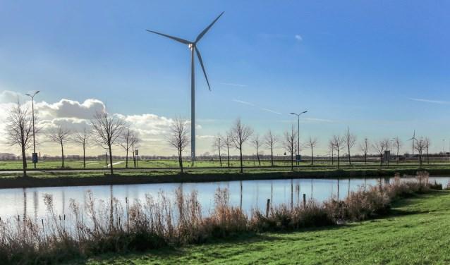 De Houtense windmolens langs het kanaal