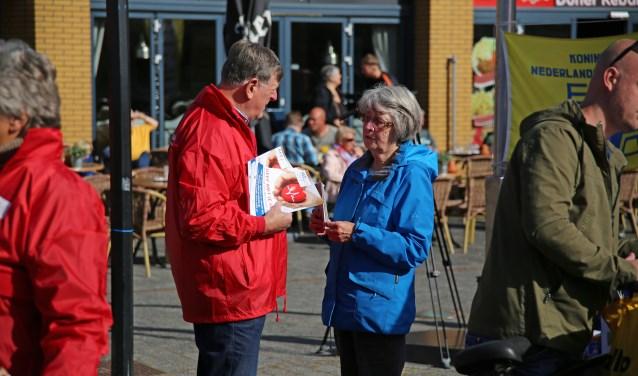 Stichting AED Leusden voert campagne in Leusden. Er is 10.000 euro nodig aan particuliere bijdragen. Iets meer dan een derde is toegezegd.