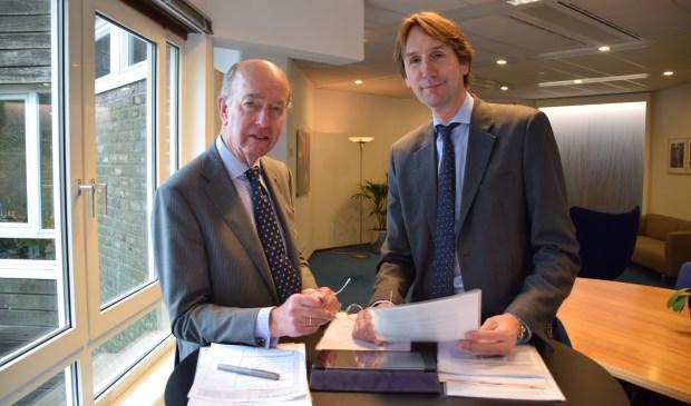 Burgemeester Bas Eenhoorn en wethouder Herbert Raat.