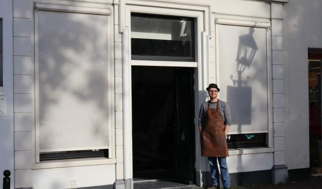 Tim Breeschooten voor de nieuwe winkel.