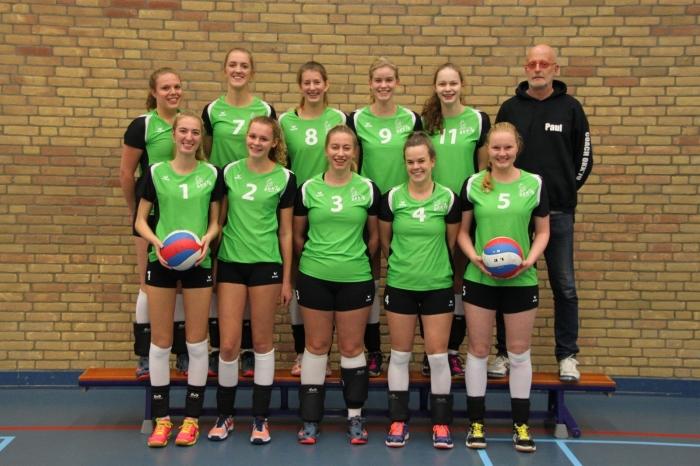 Volleybalsters van OKK'70 D1
