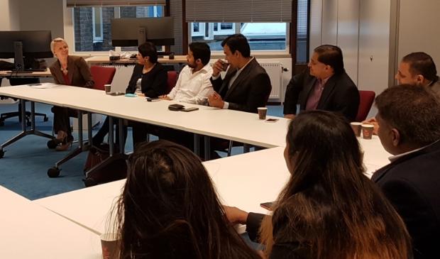 <p>Overleg tussen de gemeente en vertegenwoordigers van de Indiase gemeenschap in 2018</p>