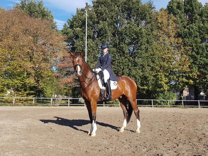 Laura Telleman met haar paard Excel.