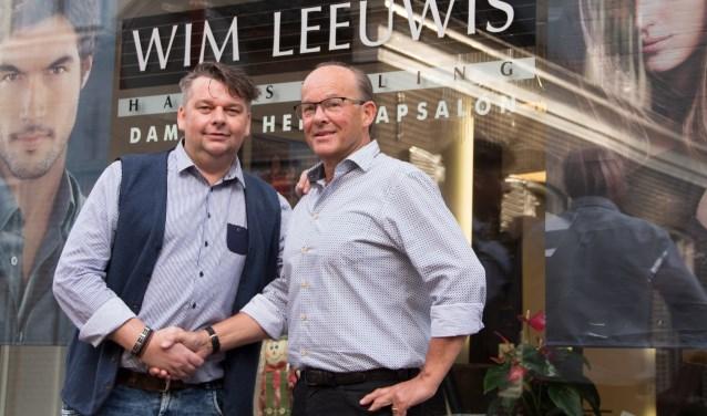 Marcel Krijkamp (l) en Wim Leeuwis: ,,Dat Marcel mijn zaak overneemt daar heb ik veel vertrouwen in.''