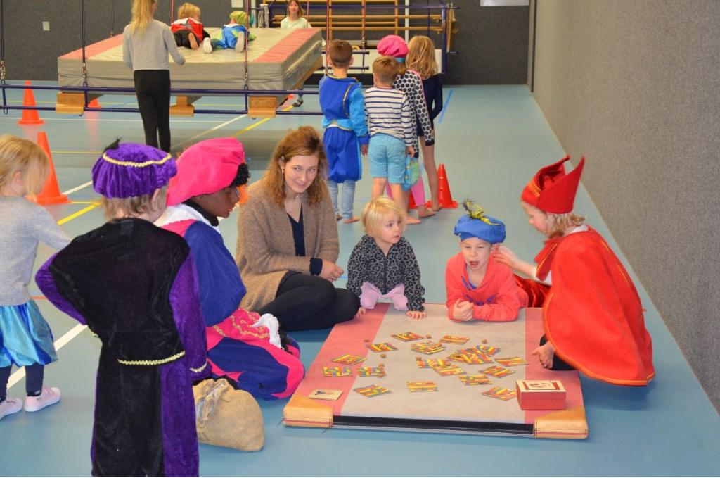Pieten en Sinterklaas spelen samen Ali van Vemde © BDU media
