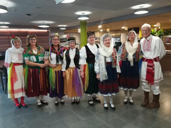 In kleding van landen in de Balkan