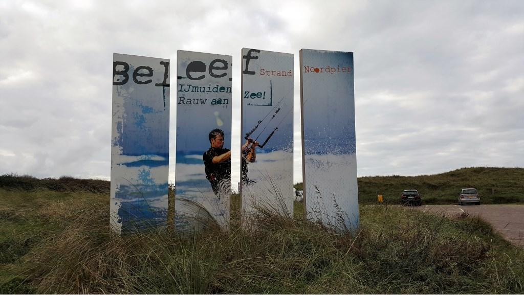Bord IJmuiden Rauw aan Zee onderweg langs de Reydersweg, naar de Noordpier. Bianca Egging-Meijer © BDU Media