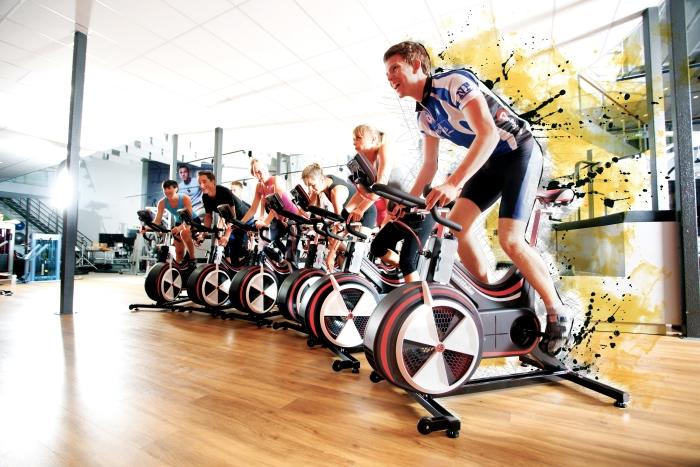 Binnen trainen, om buiten harder te fietsen.