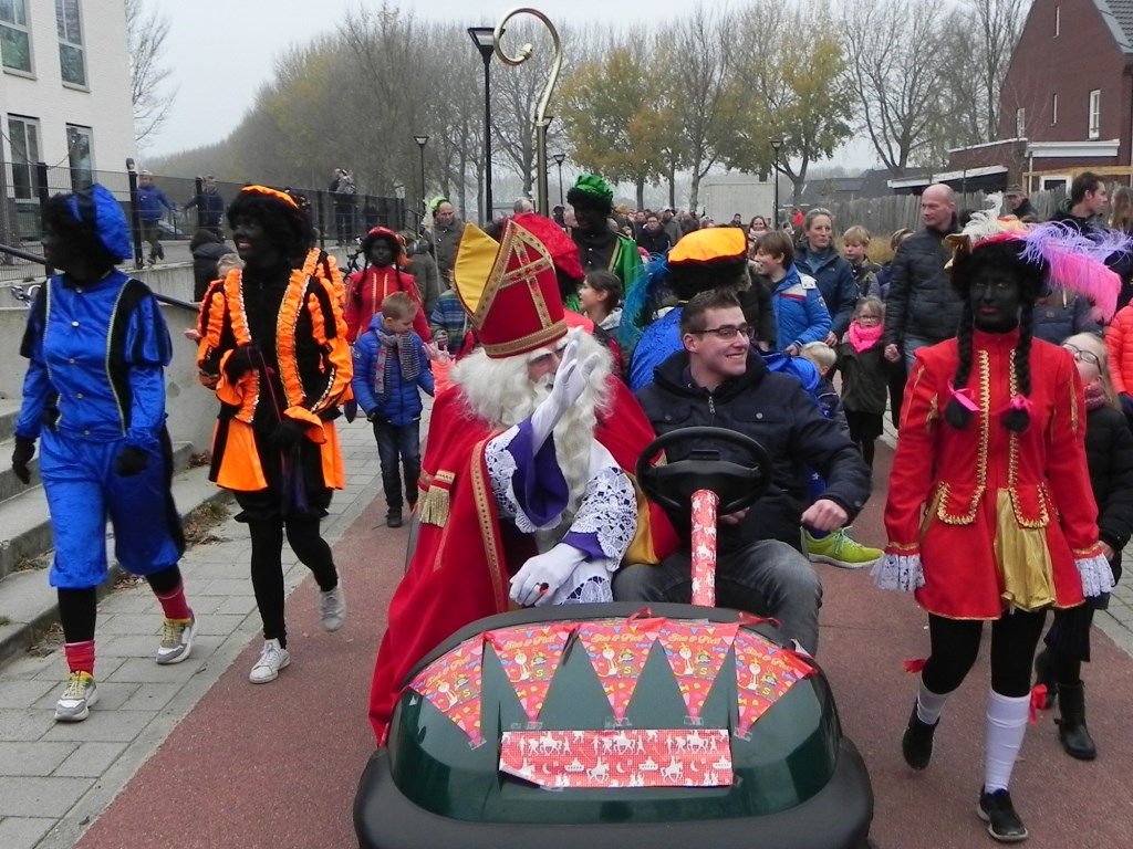Na een ronde door Werkhoven gemaakt te hebben komt Sinterklaas aan  bij het Kwartier. Richard Thoolen © BDU media