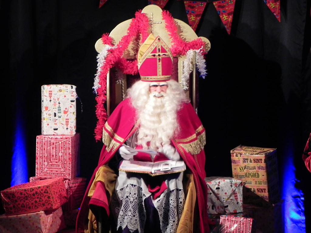 In het Kwartier las Sinterklaas de brieven voor die hij van de kinderen ontvangen had. Richard Thoolen © BDU media