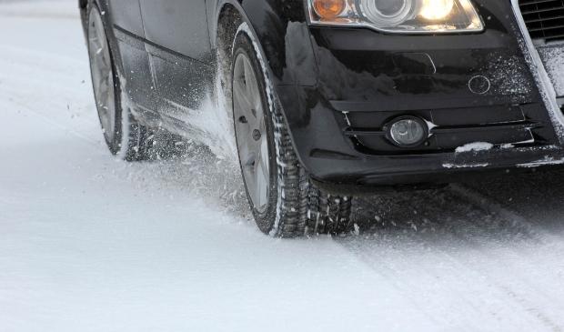 <p>Met code geel adviseert het KNMI mensen vooral als ze onderweg zijn alert te zijn, omdat er mogelijk kans is op gevaarlijk weer.</p>