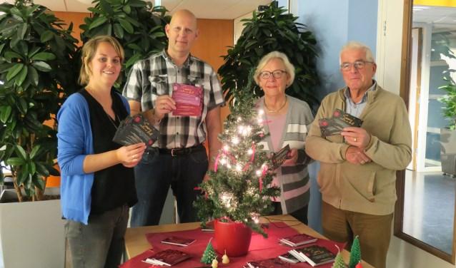 De initiatiefnemers van Gast aan Tafel! Tineke Smallenbroek (De Kleine Schans), Jacco van den Essenburg (Stichting Burgerinitiatief), Anneke Methorst (SWO) en Jan Maasland; (SWO).Jeanine Schaling (Coalitie Erbij) ontbreekt op de foto.