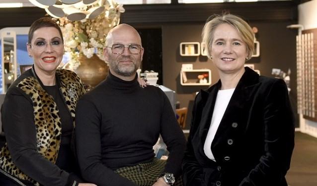 Wethouder Broekman en Danny en Simone Post van Hoflake Optiek.