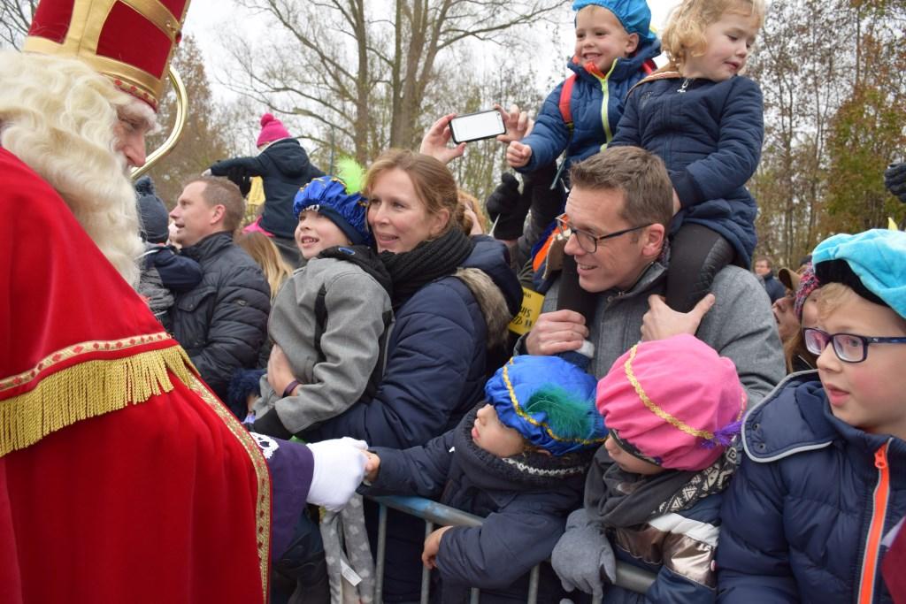 Sinterklaas gaf de kinderen persoonlijk een hand Frank Magdelyns © BDU media