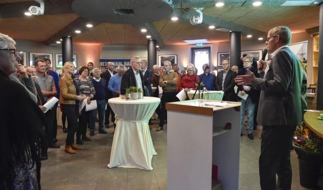 Stan Uyland, voorzitter van het Fonds voor Soest, opent de startbijeenkomst. Er werd vrijdag al gedoneerd aan goede doelen.