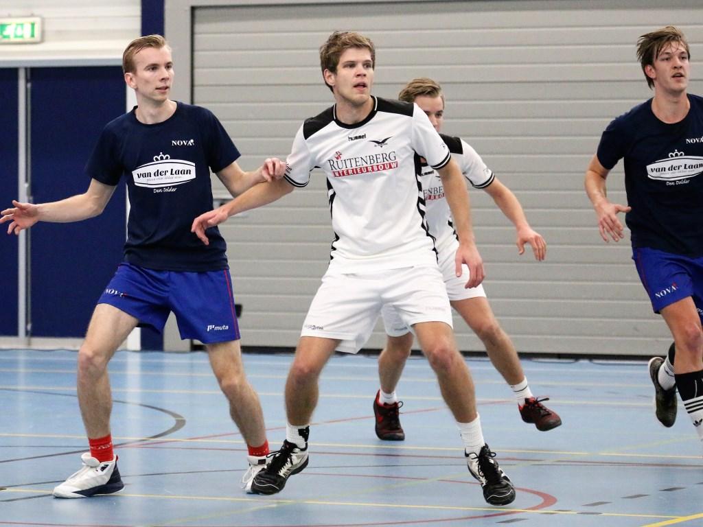 Thom aan 't Goor afgelopen zaterdag namens De Meeuwen 1 in actie tegen Nova (25-21 winst). Het is zijn laatste jaar in het eerste.