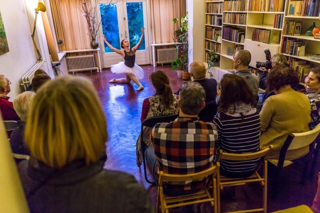 Tijdens Gluren bij de Buren komen meerdere kunstdisciplines aan bod.  Maarten J. Eykman © BDU media