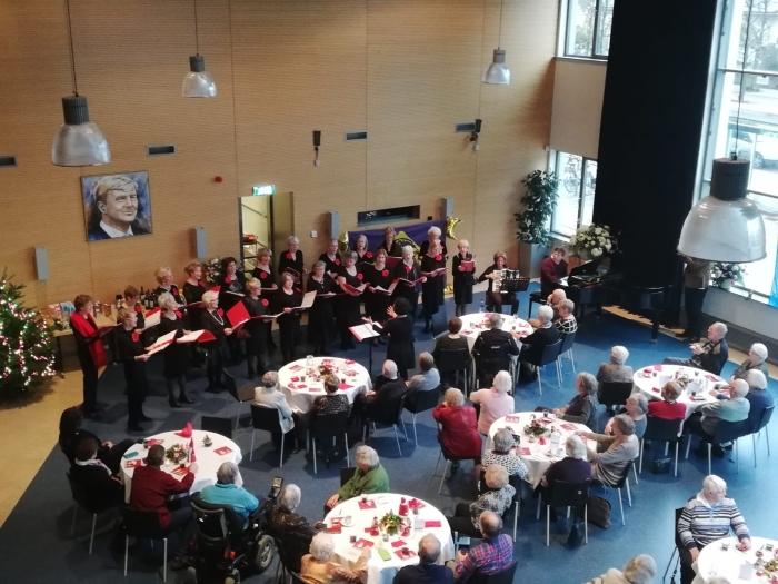 Kerstlunch voor senioren in Restaurant Raadszaal