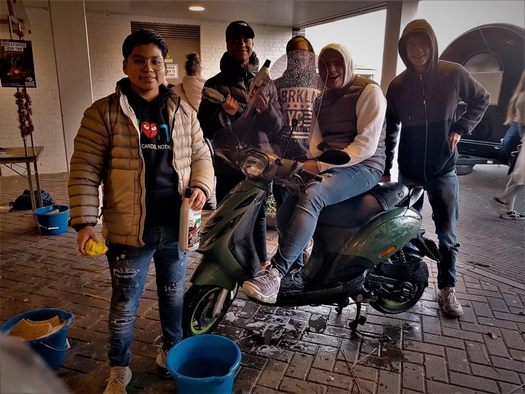 Vieze auto of brommer? Laat 'm wassen door deze kerels. Irene van Valen © BDU media