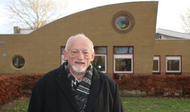 Karel de Krijger bij basisschool De Caleidoscoop aan de Hofbeeklaan, ook een gebouw waar hij aan werkte.