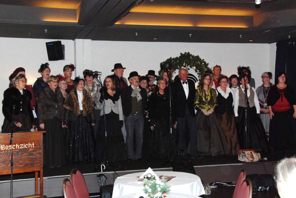Spoorkoor Op Stoom zong kerstliederen tijdens de kerstviering van de Zonnebloem. Adriaan Hosang © BDU media