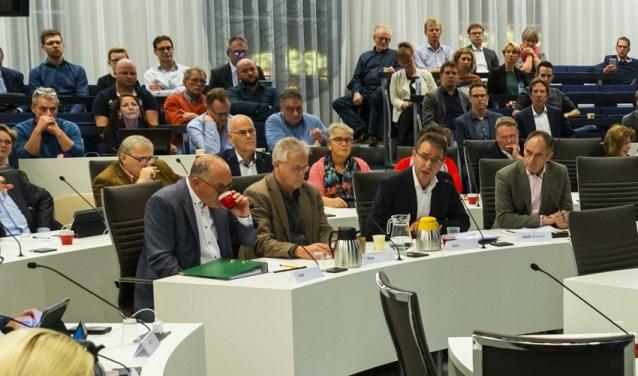 OddV-directeur Henk-Jan Baakman (rechts aan de tafel) ontkent de uitspraak 'De gemeente wil dat niet begrijpen' te hebben gedaan.