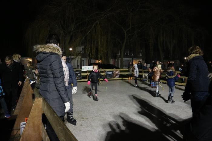 Ook 's avonds werd er nog volop geschaatst Lydian Bijl © BDU Media