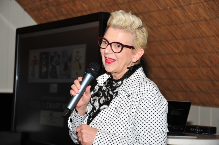 Ellen Haeser tijdens een presentatie.