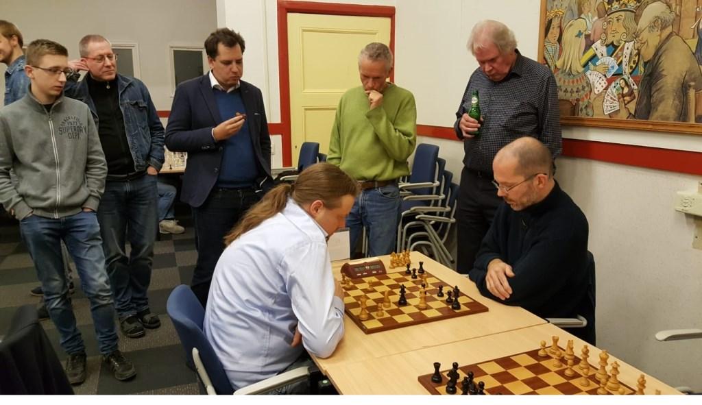Het duel tussen Hotze Tette Hofstra en Jef Verwoert (rechts) trok veel belangstelling. Rinus van der Molen © BDU Media