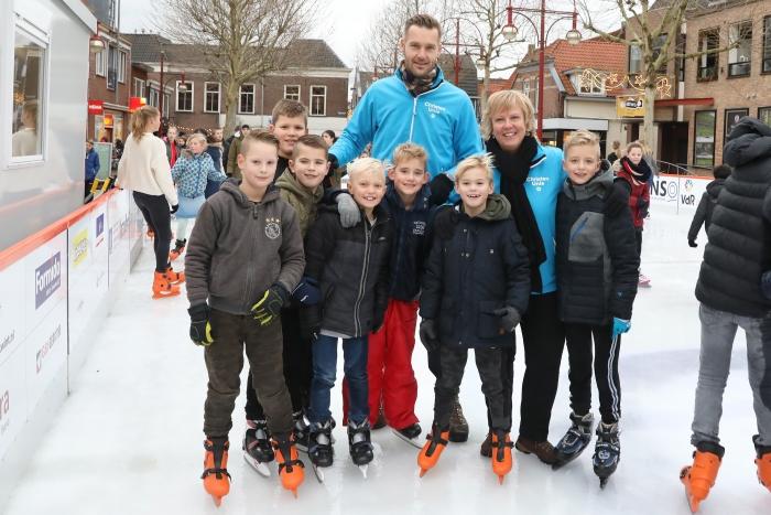 Gezellige drukte op de ijsbaan