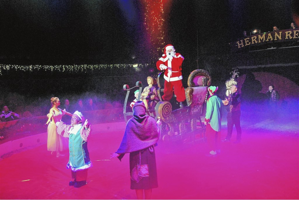 Vorig jaar bracht ook de kerstman een bezoekje aan het Kerstcircus.  Archief © BDU media