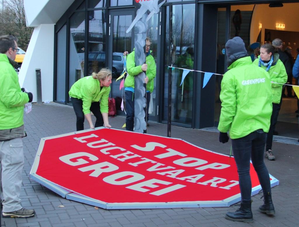 Greenpeace voerde actie op de recente ORS-Luchtvaartdag over de toekomst van Schiphol. René de Leeuw © BDU media