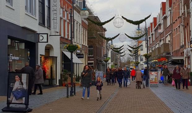 <p>Winkelen in de Arkelstraat, onderdeel van het kenwinkelgebied in de stad</p>