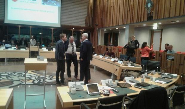 De gemeenteraad overlegt gedurende alweer een schorsing.
