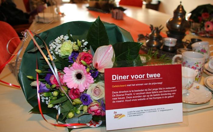 De prijswinnaars beleefden een gezellige middag en keerden huiswaarts met een dinerbon en bloemen.