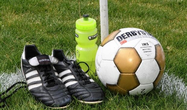 <p>De bal hard, de voetbalschoenen uit de kast en op tijd drinken is parool oefencampagne.&nbsp;</p>