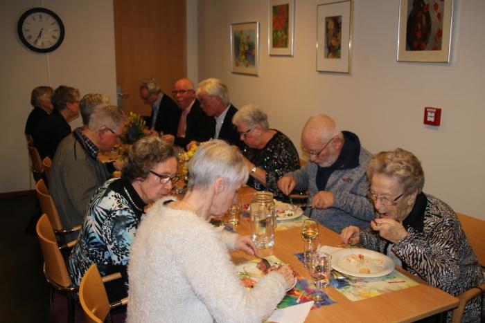De bewoners van Sleijeborgh vierden het 10-jarig bestaan van hun seniorenresidentie met een gezellig samenzijn met heerlijke, luxueuze gerechten.