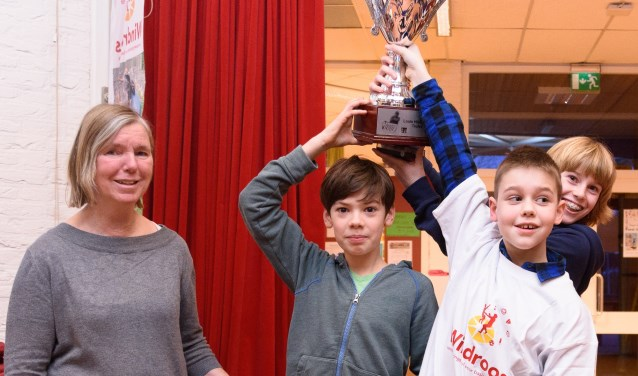 De winnaars in de A-categorie schaakkampioenschap