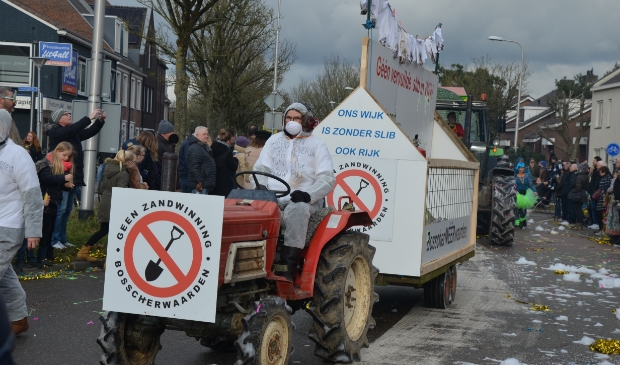 <p>Protest tegen zandwinning Bosscherwaarden in de Wijkse carnavalsoptocht van 2018 (archief)</p>