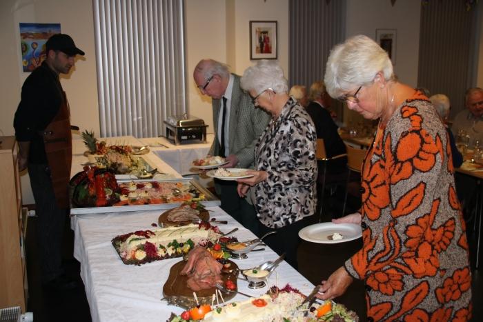 De bewoners van Sleijeborgh vierden het 10-jarig bestaan van hun seniorenresidentie met een gezellig samenzijn met heerlijke, luxueuze gerechten. Sleijeborgh © BDU media
