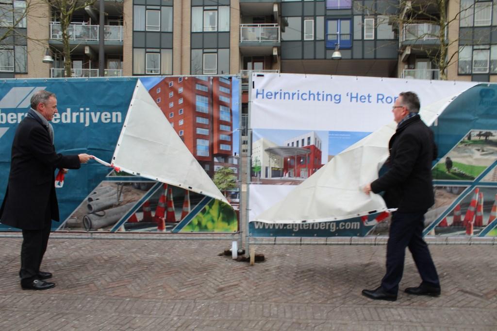 Erwin Wessels en Herman Geerdes gaven het startsein voor de herinrichting van het plein van Het Rond John van Amerongen © BDU media