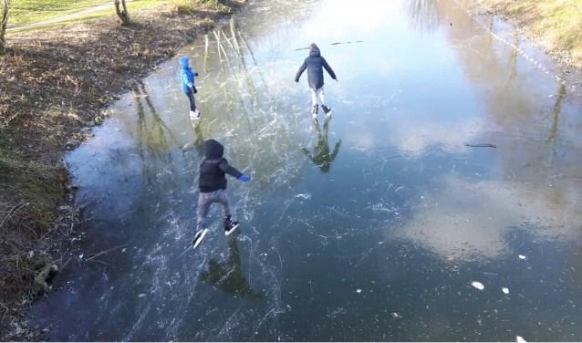 Er wordt geschaatst bij het Imkerspark